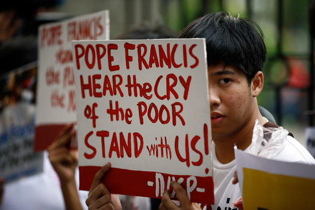 pope-francis-protest-youth-ust-20150114-002