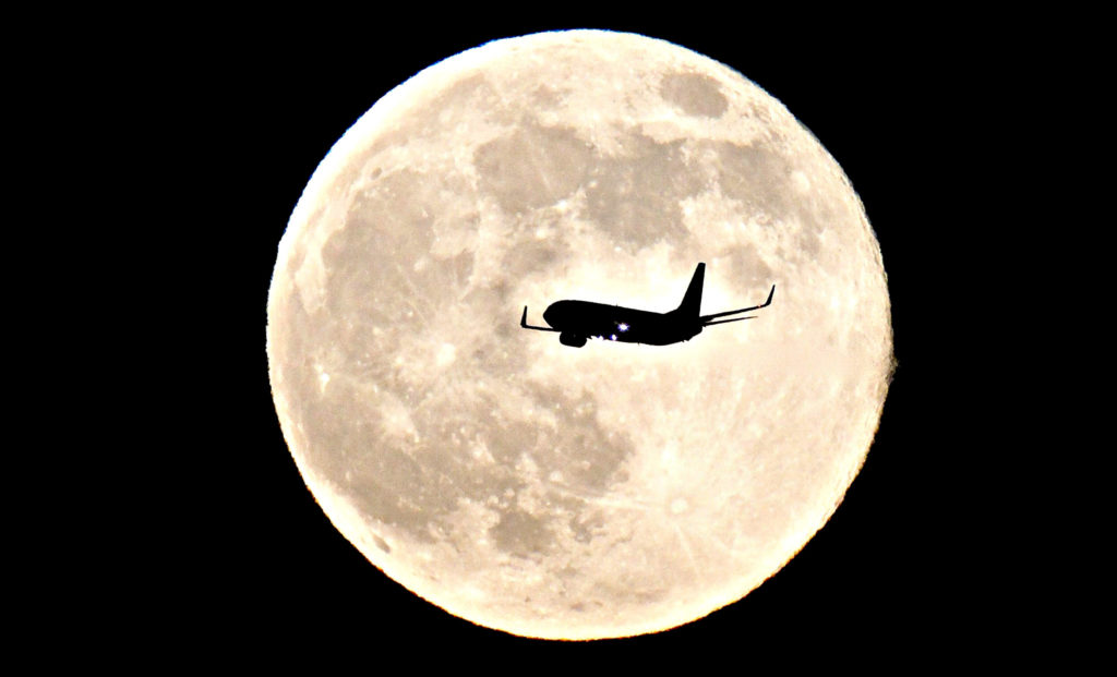 SUPERMOON...epa03757290 An airplane flies past the supermoon near Madrid, Spain, 24 June 2013. The 'supermoon' filled the sky on 23 June and looked 14 per cent bigger and 30 per cent brighter than normal, which is the closest approach to Earth. EPA/CHEMA MOYA